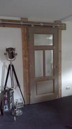 Schuifdeur van een oude deur