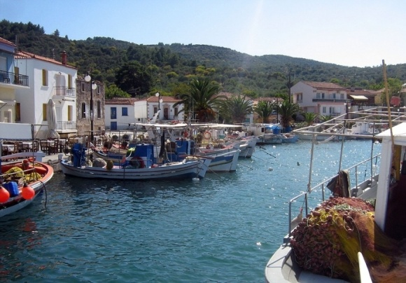 Lesvos: the little harbour of Skala Polichnitos