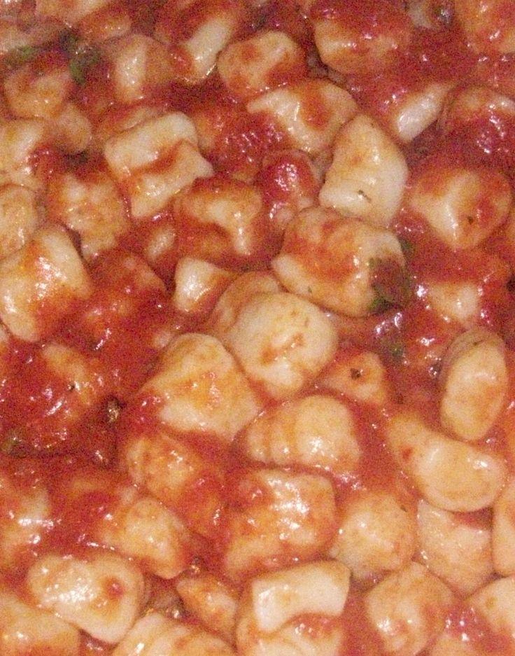 Gnocchi di patate con sugo di pomodoro fresco e basilico. | Mirepoix: la cucina delle verdure.