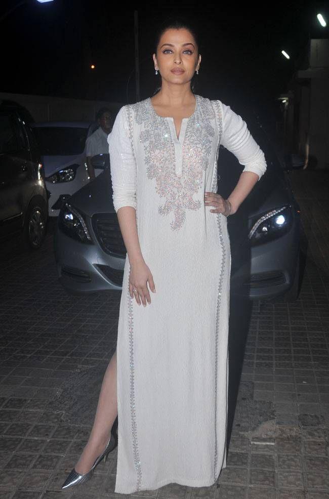 Aishwarya Rai Bachchan at #Jazbaa premiere. #Bollywood #Fashion #Style #Beauty #Hot #Stunning #Beautiful