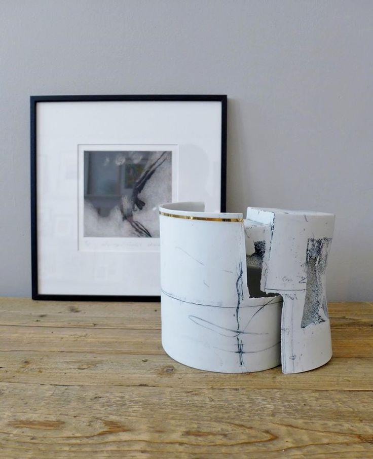 Atelier Mandarine Brest  21 juillet  ·2016    Autorisé dans le journal Noir et blanc  [ gravure - Denise Pelletier, céramique - Lucy Morrow ] – avec Denise Pelletier et Lucy Morrow.
