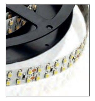 LAMPO LEDADDPIP64BC STRISCIA A LED STRIP LED 2,5MT POTENZA AL MT= 38.4W ALIMENTAZIONE= 24V DC LUMEN AL MT= 3020lm TEMPERATURA DI COLORE 3000K BIANCO CALDO CRI >80Ra 120° IP 64 FINITURA Bianco immagini