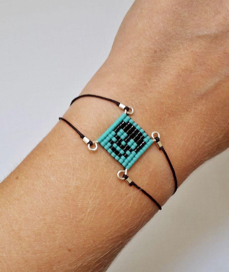 """Bracelet """" Tête de Mort / Skull """" en Argent Massif 925 et Perles de rocaille . Cordon noir : Bracelet par verane"""