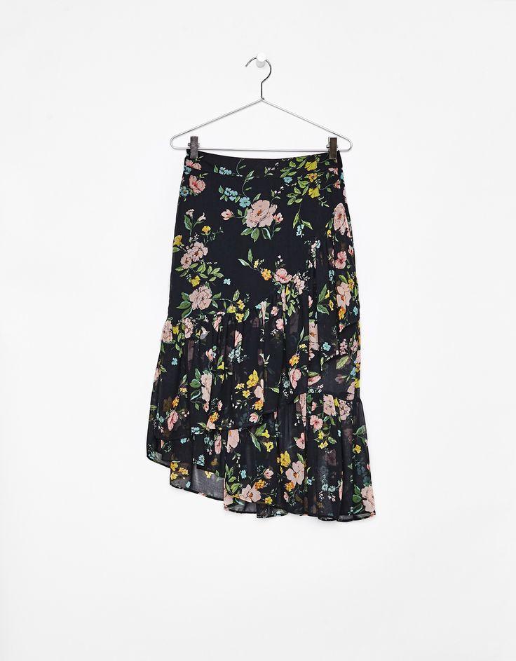 Asymmetrische rok met volants. Ontdek dit en nog véel meer kledingstukken in Bershka met elke week nieuwe producten.