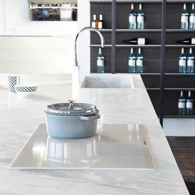 'Fly' Kitchen by MODULNOVA. As shown in stunning 'Elba' natural stone @artedomus & featuring white ceramic SmartSense Plus induction cooktop @smegaustralia.