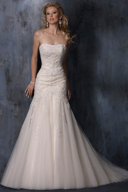 Mermaid dresses are the most beautiful princess-like wedding dresses, known as hourglass and snugly.