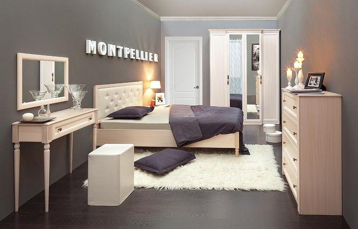 Kunst für Dein Schlafzimmer: Die helle Einrichtung im Art Déco Stil ist gemütlich, aber trotzdem sehr individuell.