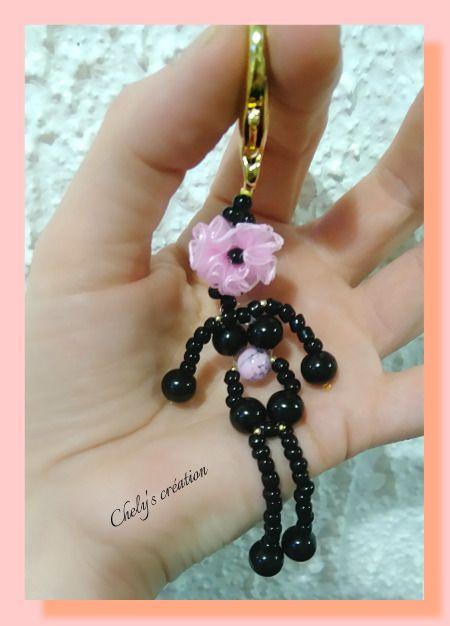portes clés fleur en organza rose clair perles de verre perles de rocaille noires et perles scintillantes métal doré : Porte clés par chely-s-creation