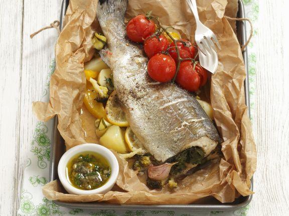 Gebackene Forelle mit Gemüse und Kapernsoße ist ein Rezept mit frischen Zutaten aus der Kategorie Fisch. Probieren Sie dieses und weitere Rezepte von EAT SMARTER!