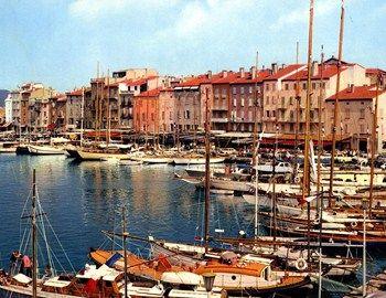 """Saint Tropez, toujours chic"" To Saint-Tropez αποτελεί εδώ και χρόνια must προορισμό για κοσμοπολίτικες διακοπές και bon viveurs που αναζητούν το style, την πολυτέλεια και μια δόση υπερβολής. http://www.mancode.gr/articles/2015/6/21/saint-tropez-toujours-chic/"