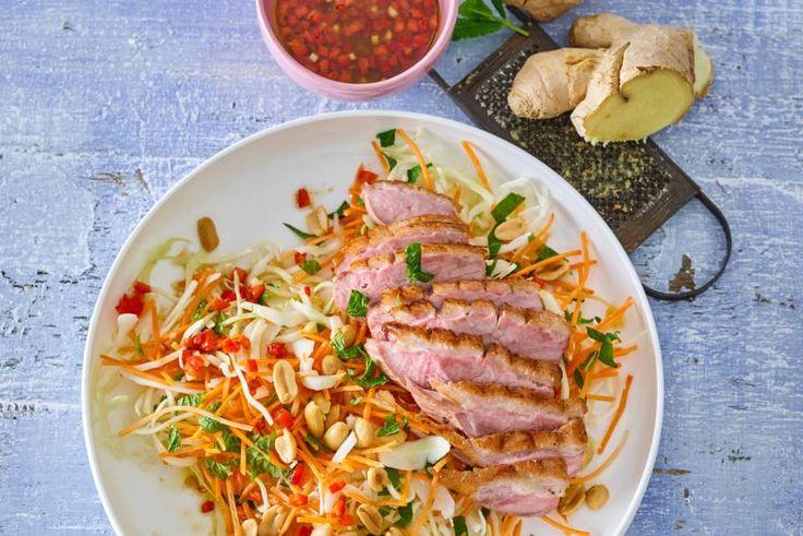 De lichtzoete eendenborst past perfect bij zo'n Aziatische salade - Recept - Allerhande