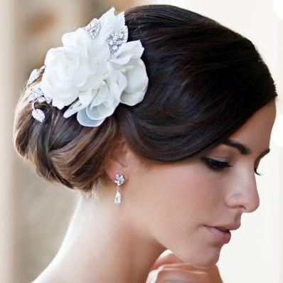 """Dentro de los peinados de novia modernos también encontramos los moños o rodetes (también llamados """"chongos"""") de estilo bailarina."""