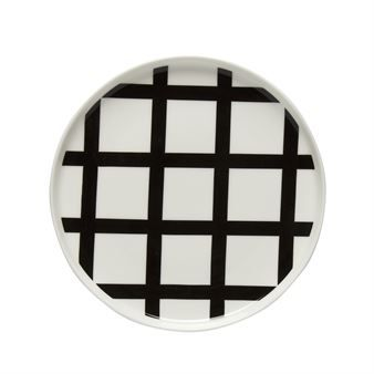 The Spaljé plate is the perfect way to add some pattern and interest to a classic table setting. The Spaljé pattern was designed by Carina Seth-Andersson and is part of her collection for the Finnish brand Marimekko. The word Spaljé is Swedish for trellis, clearly showing where the inspiration for this classic Marimekko-style pattern was taken from.