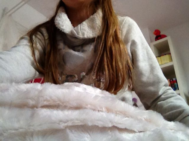 Wie wil er nou niet onder deze zachte deken kruipen? Deze is te krijgen in verschillende kleuren bij euroland