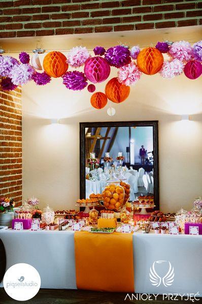 13. Fuchsia Orange Wedding, Sweet buffet, Paper decoration, Sweet buffet decoration / Wesele fuksjowo-pomarańczowe, Słodki bufet, Dekoracje słodkiego bufetu, Słodkości, Anioły Przyjęć