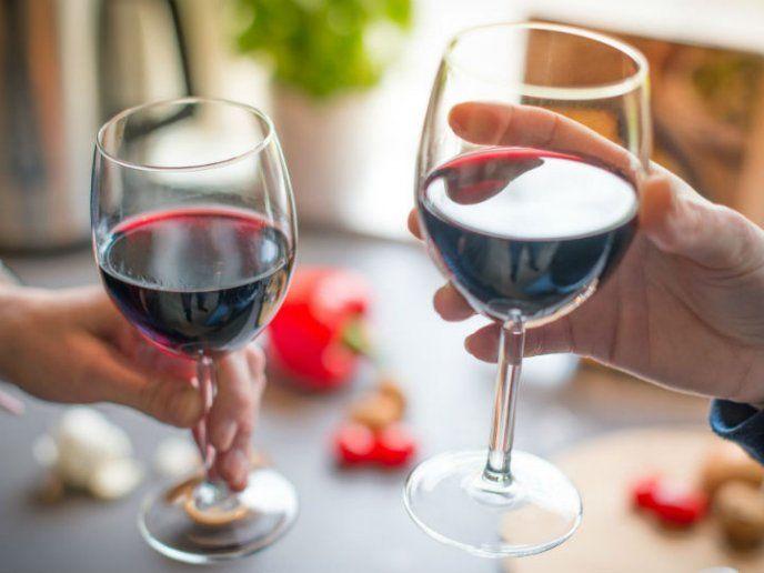 2 Copas De Vino Antes De Dormir Podrían Ayudarte A Bajar De Peso Vinos Chilenos Vino Rojo Beneficios Del Vino