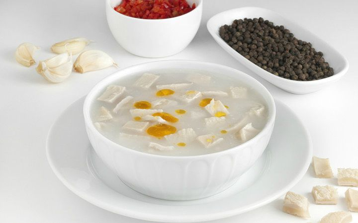 Mide rahatlatıcı etkisi ile alkol alındıktan sonra akla gelen çorbaların başında gelen işkembe çorbası tarifi, aynı zamanda oldukça besleyici.