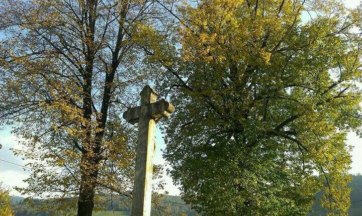 Závadka nad Hronom, pri kostole