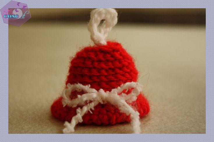 Scopri questo tutorial, sarà molto semplice e veloce!Impariamo insieme come fare la campana di Natale all'uncinetto! un decoro natalizio veramente speciale.