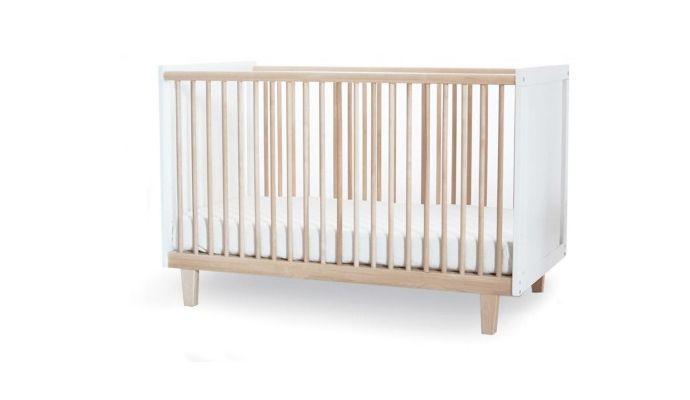 Ben jij ook geen fan van hooglans babykamer meubelen? Dan is ledikantje Rhea van Oeuf misschien iets voor jou. Rhea is een sfeervol ledikant.