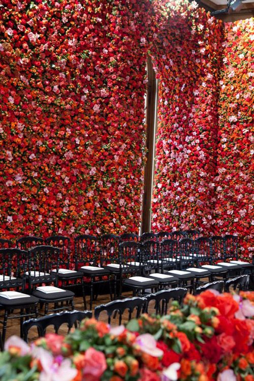 Wall of roses! Garden couture at Dior // Raf Simons via the house that lars built