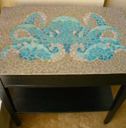 Octopus Mosaic Side Table DIY decor by jasminewolverine @ craftster - gorgeous!  I must learn mosaic techniques.