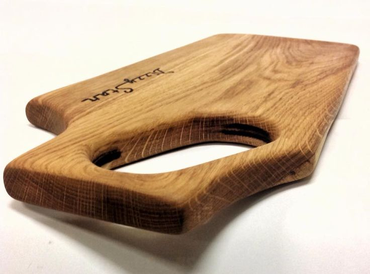 Handcrafted oak cutting board. Model: SAW Lenght: 44 cm Width: 18 cm Thickness: 2 cm
