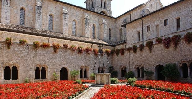 L'Abbazia di Casamari è uno dei più importanti esempi di architettura gotica cistercense in #Italia, da non perdere se ci si trova a #Veroli lungo il #camminodibenedetto #Frosinone #Lazio #camminifede