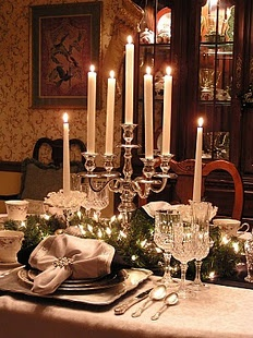 One of my favorite dinner settings. This was her New Years Eve setting. & 37 best New Year\u0027s Eve Table images on Pinterest | Table settings ...