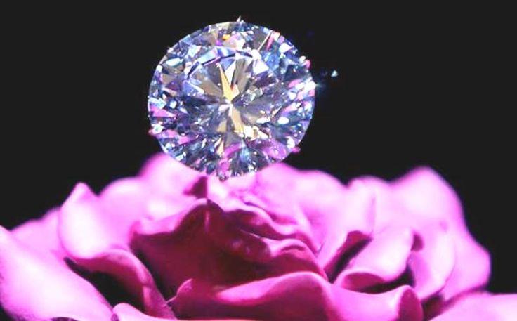 """Brilla hoy la mañana con nuevas esperanzas, acaso porque los rayos del sol atraviesan los nubarrones internos, mostrando otros enfoques más luminosos a mis ojos de nube que han valorado las cosas desde su enfoque nublado... Este cuento indio sabe mucho de valoraciones: """"Un discípulo preguntó a su maestro: -¿Cuánto vale un ser humano? El maestro entregó un maravilloso diamante a su discípulo y le dijo que fuera al pueblo mostrase el diamante https://www.facebook.com/lamagiadelasrelaciones"""