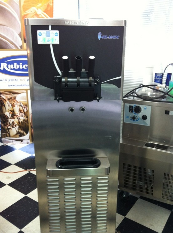 The Matic 500, the frozen yogurt machine manufactured by Gel Matic. This machine has the In.Co.Di.S interactive system with touch screen technology, 2 flavours plus mix and it can produce up to 33 Kg of frozen yogurt per hour.