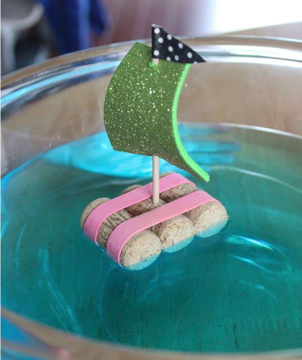 Fabriquer un bateau pour enfant avec des bouchons de liège