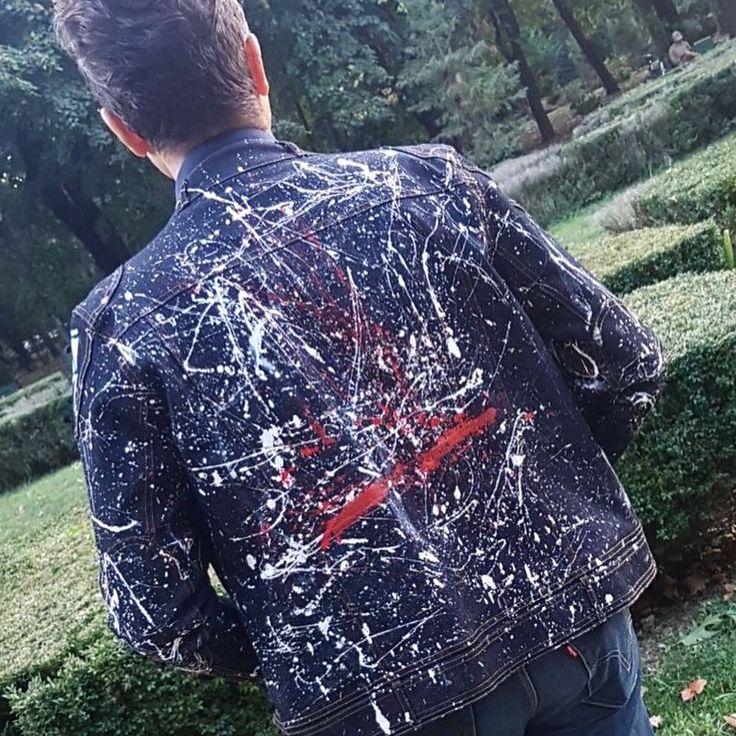Vrei sa ii faci o surpriza iubitului/iubitei? Sau sa dai culoare hainelor vechi? 🎨📲   Picturi pe haine /jeans/piele realizate pe comanda.  Contact me : mesaj privat sau 0744144292.     #handmade