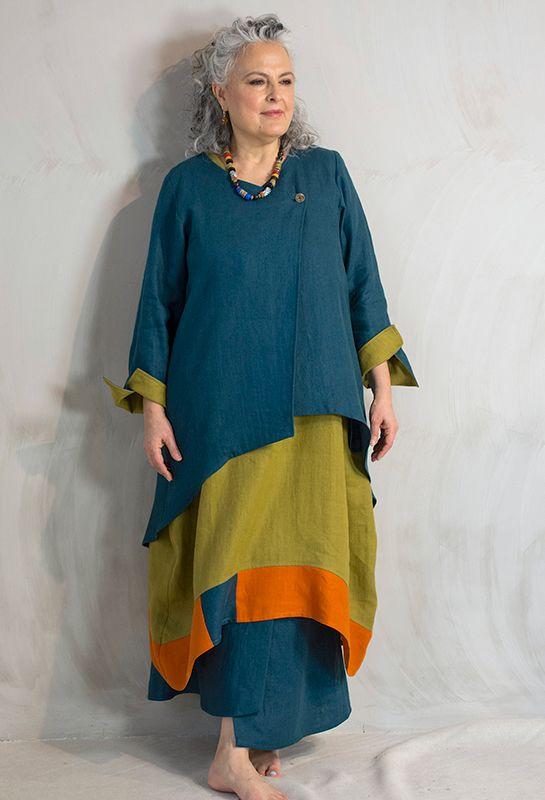 Кроссовер Scoop куртка в льняную £ 295, над Эмили Shift, платье, £ 275 и Азии юбка £ 245.  Все постельное белье.