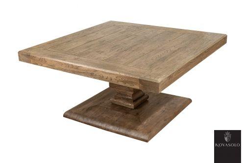 Nydelig Chataeu sofabord produsert av massiv antikkbehandlet eik med silkefinish. Bordet er meget solid, har høy vekt og holder meget god håndverksmessig standard. Bordplaten har fasettslipte kanter og er produsert av langsgående trestykker som gir treverket rom til å bevege seg i takt med årstidene.Mål:Bredde 90 cmDybde 90 cmHøyde 46 cmTykkelse bordplate (ytterkant) 6 cmTykkelse bordplate (midtstykker) 3 cmMaterialer:Antikkbehandlet eikVedlikehold:Vi anbefaler bruk avOpalin Sp...