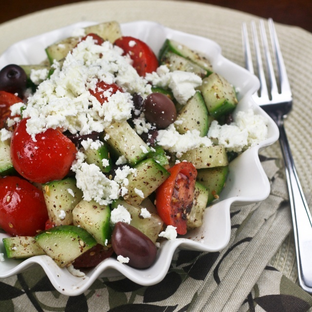 super quick greek style salad: Tomatoes Salad, Quick Greek, Super Quick, Goats Chee, Style Salad, Greek Style, Healthy Foodies, Super Healthy, Greek Salad