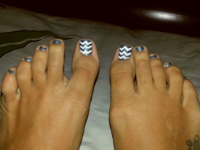 Gray white chevron toe nail design!