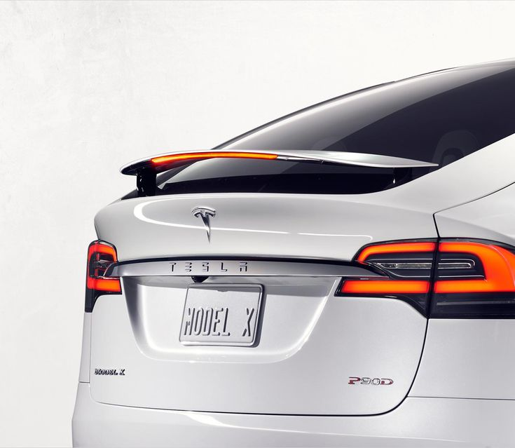 Tesla Model X makes grand entrance, wows with features • CF Blog