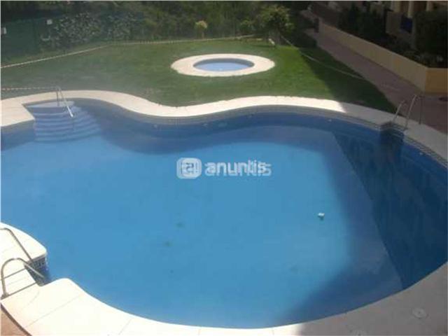 bonito y tranquilo apartamento en una zona residencial ....2 piscina...1 plaza de garaje ....1 habitacion...cocina americana....salon con sofa cama.....1 baño amplio....y una gran terraza