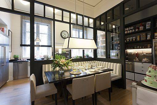 Love the way the eating area is 'closed' off... Cocina | Decoratrix | Decoración, diseño e interiorismo | Página 5