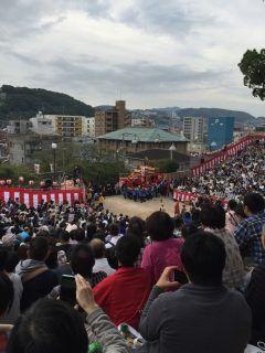 長崎のくんちに行ってきました 毎年10/789です諏訪神社前に桟敷席がビッシリ皆さんが頑張っている姿に感動しました 街も人であふれていましたよ tags[長崎県]