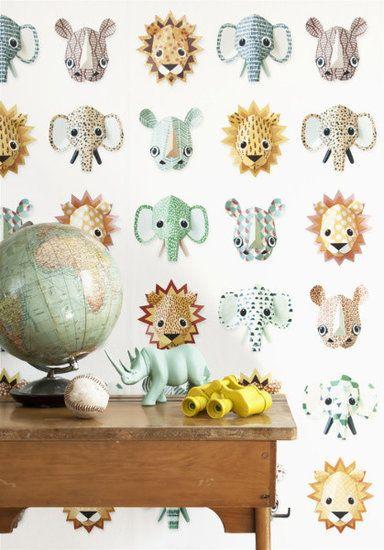 Een vrolijke beestenboel is dit nieuwe Studio Ditte wilde dieren behang. Het wordt bewoond door verschillende stoere leeuwen, moedige olifanten en ruige neushoorns. Elk dier heeft zijn eigen karakter en unieke print; een eindeloze safari voor kinderen - De Oude Speelkamer