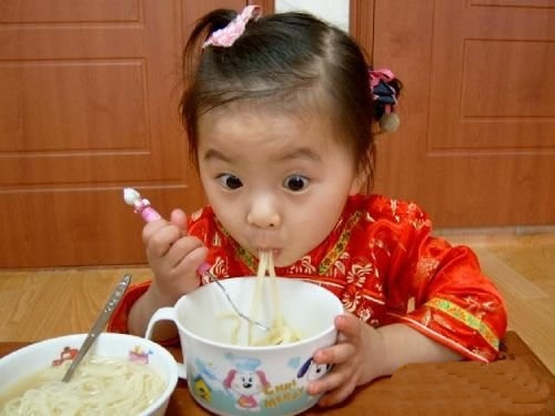 chinese kid eating noodles! love! | Little People ...