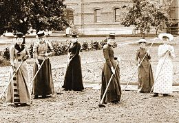 #amillionways #gardening #hoeing #1800s #hoes #dow…