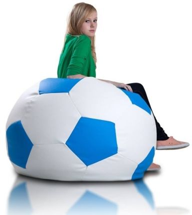 Voetbal zitzak leatherlook Ø 90cm wit/blauw De voetbal zitzak heeft door de leatherlook stof een luxe uitstraling en een geweldig zitcomfort.