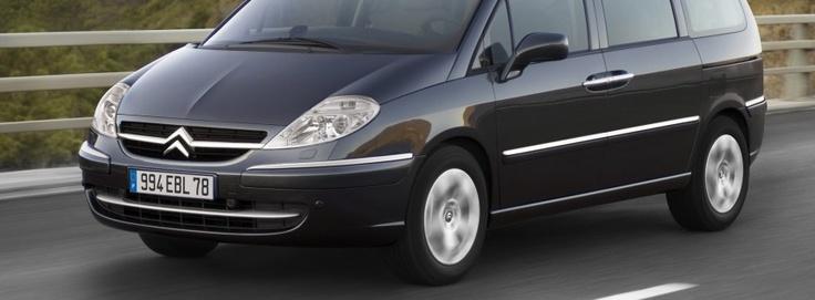 La C8 est une voiture très répandue en France. Les portes coulissantes de cette 7 places la rend très pratique pour les familles nombreuses. Il est en effet, extrêmement pratique de charger les enfants et les bagages dans cette voiture.   http://voitures7places.com/une-voiture-7-places-prometteuse-la-c8/