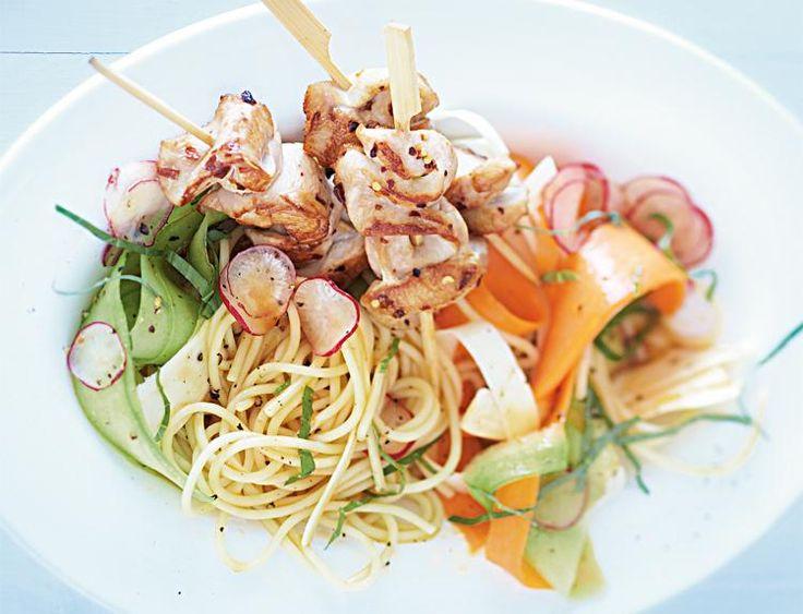 Nebenbei ein paar Pfunde loswerden – das klappt ganz leicht mit sättigenden Salaten und einer Umstellung auf gesunde Ernährung. Das VITAL-Salat-ABC helfen Ihnen, Ihre Vorsätze erfolgreich umzusetzen.