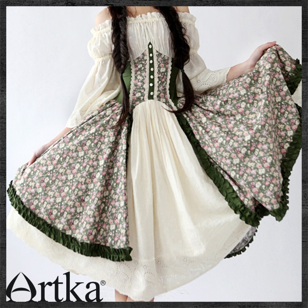 this would be perfect for the next renaissance faire!!! #renaissance, #faerie, #green, #cream, #floral,: Fashion, Faeries, Actually Dresses, The Dresses, Fair Patterns, Cream, Floral, Renaissance Ladies, Renaissance Fair