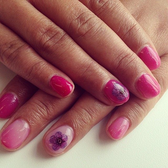 """Laura Maryam on Instagram: """"Luxury manicure followed by Bluesky colour changing gels in a pale pink and fuchsia pink with glitter top coat  and purple flowers on the ring fingers #beautiful #manicure #gels #nessasnailbar"""""""