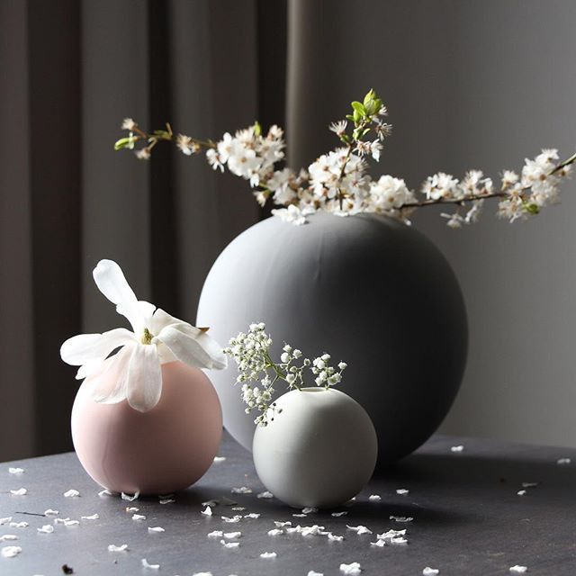 COOEE DESIGN - MEDIUM GREY BALL VASE